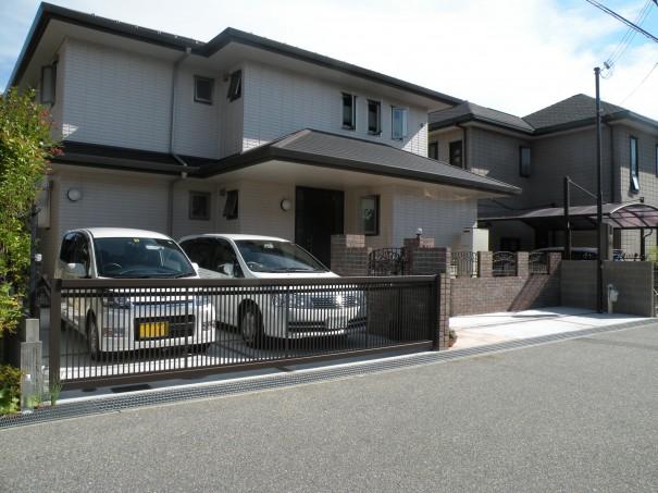 加古川市・高砂市の外構・エクステリア工事はチェリーブロッサムガーデンにご相談ください。エクステリア工事・ガーデニング・緑地管理なども行っています。デザイン性はもちろん機能性や将来の事をかんがえたご提案をさせて頂きます。境界の目隠し 神戸市K様邸